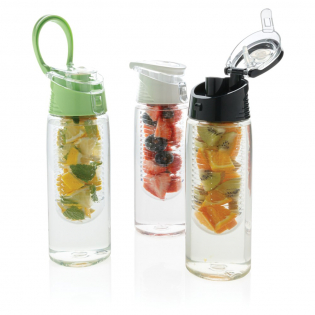 Trendy infuser bottle to flavour your water with your favourite fruit or herbs. The body is made out of tritan material so it is scratch proof and durable. The lid is made out of ABS and has a locking system so you can take your flavoured water wherever you go. Capacity 700 ml.