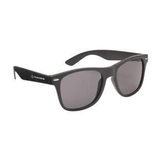 Eco-vriendelijke zonnebril. Het frame is gemaakt van biologisch afbreekbare tarwestro-vezels en PP. Met UV 400 bescherming (volgens Europese normen).