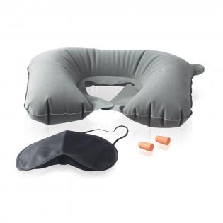 Set comprenant des bouchons d'oreille en plastique, 1 masque de nuit, 1 coussin de cou gonflable. Livré sous pochette.