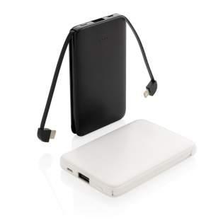 Compacte en platte 5.000 mAh powerbank gemaakt van ABS die gemakkelijk overal mee naartoe te nemen is. Met de 3 in 1 geïntegreerde TPE-kabels is de powerbank compatibel met alle mobiele apparaten die op de markt zijn en direct klaar voor gebruik. Als deze volledig is opgeladen, beschikt u over voldoende energie om uw mobiele telefoon maximaal drie keer op te laden. De powerbank bevat een 5.000 mAh grade-A high density lithiumpolymeerbatterij met een lange levensduur. De lichtindicators geven het resterende energieniveau aan, zodat u altijd weet wanneer u het apparaat opnieuw moet opladen. Input 5V/2A Output 5V/2A.