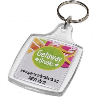 Transparenter, rechteckiger A4-Schlüsselanhänger mit metallenem Schlüsselring. Der Metallring bietet ein flaches Profil, das sich ideal für Mailings eignet. Abmessungen der Druckeinlage: 4,5 cm x 3,5 cm.