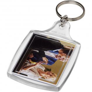 Transparenter S4-Schlüsselanhänger mit metallenem Schlüsselring. Der Metallring bietet ein flaches Profil, das sich ideal für Mailings eignet. Abmessungen der Druckeinlage: 4,0 cm x 3,2 cm.