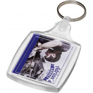 Porte-clés transparent S6 avec anneau fendu en métal ainsi que clip en plastique dynamique. La fixation de l'attache en plastique présente un profil plat idéal pour les envois. Dimensions de l'insert pour impression: 4,0cm x 3,2cm.