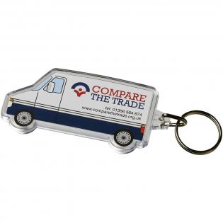 Doorzichtige busvormige sleutelhanger met metalen sleutelring. De metalen lusring biedt een vlak profiel dat ideaal is voor de post. Afmetingen van het te bedrukken inzetstuk: 6,9 cm x 2,9 cm.