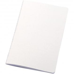 Carnet léger et flexible pour la prise de notes au quotidien. La couverture est certifiée FSC et fabriquée à partir de résidus de maïs (15%) et de 40% de déchets recyclés de post-consommation. Il comporte une couture blanche visible au dos et comprend 80feuilles, du papier blanc FSC de 70g/m2 100% recyclé avec une mise en page lignée. Fabriqué en Italie.