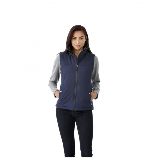 8000 mm Waterproof and 600 g/m² Breathable. Contrast colour single jersey lining. Drawstring hem with cord closure. Dropped back hem. Shaped seams and tapered waist for flattering fit. Inner stormflap with chinguard. Centre front metal zipper. Double needle stitching detail. Front pockets. Branded snap buttons.