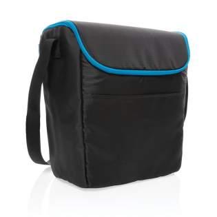 Deze medium outdoor koeltas is precies wat je nodig hebt om je eten en drinken lekker koud te houden. De brede opening zorgt voor een gemakkelijke en snelle toegang tot je eten en drinken. De compacte vorm betekent ultieme draagbaarheid. Stevige handvatten voor eenvoudig dragen en een extern voorvak om al je benodigdheden in op te bergen. Er passen maximaal 20 blikjes in. Buitenkant ribstop en tarpaulin, binnenkant 100% PEVA.