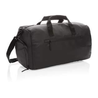 Reis moeiteloos in stijl met deze zwarte PU weekendtas. Deze tas heeft een ruim compartiment voor al je spullen voor een weekendje weg. Geschikt om mee te nemen als handbagage. PVC vrij.