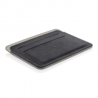 This ultra-thin, lightweight and secure RFID safe cardholder is a unique contemporary design. The RFID-blocking material protects against identity theft and electronic pickpocketing. 4 easy access card slots can hold up to 8 cards. Registered design®