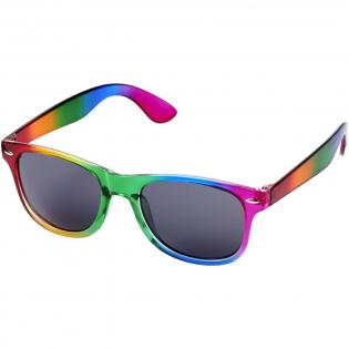 Sun Ray retrozonnebril met doorschijnend montuur en afwerking in trendy regenboogkleuren. Voldoet aan EN ISO 12312-1 en UV-400, glazen zijn van klasse 3.