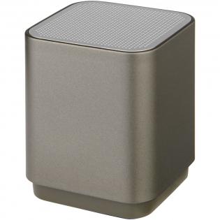 Der leuchtende Beam Bluetooth®-Lautsprecher hat einen internem Akku, der bis zu 1,5 Stunden Musik ohne Unterbrechung liefert. Vorne unter dem Lautsprechergehäuse befindet sich ein LED-Feld. Wenn die Vorderseite mit einem Laser dekoriert wird, leuchtet Ihr Logo auf! Ein Micro-USB-Ladekabel ist im Lieferumfang enthalten. Die Bluetooth®-Reichweite beträgt 10 Meter. Die Ladezeit beträgt 2 Stunden.