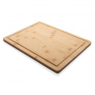 Geniet van het leven en leef in het moment! Deze bamboe snijplank is onmisbaar in iedere keuken. Deze multifunctionele plank is meer dan alleen uw dagelijkse snijplank, waardoor het perfect is voor het bereiden en serveren van maaltijden. Met sapgoot om morsen te voorkomen. Verpakt in luxe kraft geschenkverpakking. De plank is onbehandeld en kan desgewenst met olie worden behandeld. Plaats het nooit in de vaatwasser, alleen handwas.