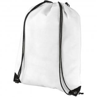 Tas met groot hoofdvak met trekkoordsluiting. Als schoudertas en als rugzak te dragen.