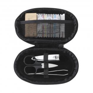 Ensemble de couture/manucure avec ciseaux, coupe-ongle et pincette. Dans un étui en nylon 600D.