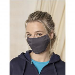 Tweelaags mondmasker Filtervak (filter niet inbegrepen). Metalen neusbrug. Elastische bandjes met verstelbare stop. Ergonomische vorm om mond en kin te beschermen. Wasbaar op 60 graden. Gemaakt van lichtgewicht en comfortabel 94% gecertificeerd gerecycled polyester en 6% elastaan. GRS-certificering garandeert een 100% gecertificeerde toeleveringsketen. Het gebruik van dit masker is uitsluitend voorbehouden voor niet-sanitaire doeleinden. Dit hulpmiddel is geen medisch hulpmiddel in de zin van regelgeving EU/2017/745 (chirurgische maskers) noch valt het onder de persoonlijke beschermingsmiddelen in de zin van Verordening EU/2016/425 (zoals filtermaskers type FFP2 of FFP3). Dit product is niet geschikt voor medisch gebruik en beschermt niet tegen infecties.