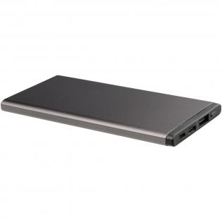 Deze Grade A lithium-polymeer powerbank is geschikt voor het opladen van allerlei typen smartphones en tablets. Ook MacBooks zijn ermee op te laden. De powerbank is voorzien van een output/input Type-C poort (5V/2A), een Type-A USB output (5V/2A) en een Micro input(5V/2A). Aangesloten apparaten worden automatisch gedetecteerd en opgeladen.