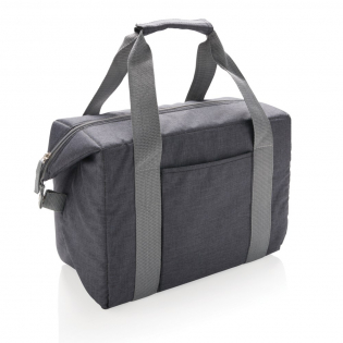 Medium size 600D tote cooler bag. Can hold up to 26 cans. Can be easily transformed to a duffle bag by closing the side buttons. With front sleeve pocket.