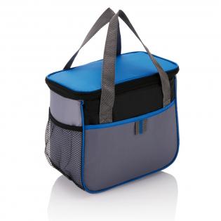 Que ce soit à un match, en pique-nique ou au camping, ce sac isotherme en polyester 210D vous offre maintes possibilités de rangement pour tout ce que vous souhaitez garder au frais. Suffisamment d'espace pour un bon déjeuner avec boissons. Sans PVC.