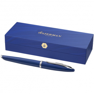 Blau, die Farbe der Träume, inspiriert eine aufregende neue Stiftkollektion von Waterman. Mit kunstvoller Raffinesse und Pariser Eleganz entworfen und mit äußerster Sorgfalt hergestellt, beinhaltet jeder Stift das geheime Potenzial, die unbegrenzte Kreativität seines Besitzers freizusetzen. Mit Waterman Geschenkkarton und mit einer Mine geliefert.