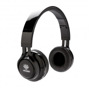 Diese wireless Kopfhörer können Sie individuell mit Ihrem gewünschten Logo auf der ABS Oberfläche veredeln. Das Logo wird bei Gebrauch erleuchtet und bietet somit die optimale Werbung für Ihre Marke! Die Kopfhörer verfügen über BT 4.2 mit einer Reichweite von bis zu 10 Metern. Die eingebaute 400mAh Batterie erlaubt es Ihnen bis zu 4 Stunden Musik hören und ist innerhalb 2 Stunden wieder aufgeladen. Die Kopfhörer verfügen über ein Mikrofon und eine Pick-up Funktion zur Annahme von Anrufen. Inkl. AUX-Kabel