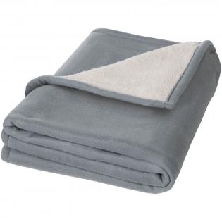 Eine luxuriöse weiche Decke, die 140 g/m² Fleece mit 180 g/m² super-weichem Sherpa kombiniert. Druck-Reißverschluss enthalten. Wird in einem Seasons Geschenkbeutel präsentiert. Exklusives Design.