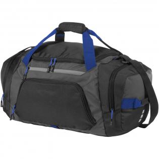 Sporttasche im exklusiven Design mit einstellbarem Schulterriemen. Eines der zwei seitlichen Fächer ist ein belüftetes Schuhfach. An der Vorderseite der Reisetasche befinden sich ein leicht zugängliches Fach sowie ein Reißverschlussfach mit 2 Innentaschen. Das Hauptfach verfügt über eine Netztasche mit Reißverschluss.
