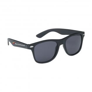 Robuste Sonnenbrille mit luxuriösem, mattschwarzem Rahmen und Gläsern mit UV 400-Schutz (gemäß europäischen Standards).