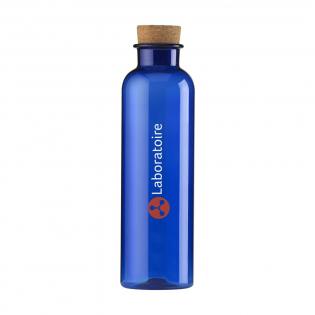 Transparente, BPA-freie Wasserflasche aus Eastman Tritan™ Material. Mit verspielter Korkkappe. Fassungsvermögen: 650 ml.