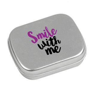 Boîte de bonbons en métal mat remplie avec environ 25 g de pastilles à la menthe.