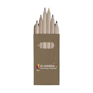 6 petits crayons de couleur en bois non vernis dans une boîte en carton recyclé.