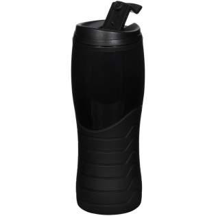 Dubbelwandige beker met een opschroefbaar lekvrije deksel. Beschikt over een getextureerde rubberen basis met een glanzend bovengedeelte. Inhoud 400 ml.