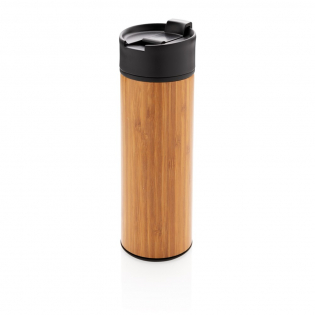 This perfect everyday mug is strong enough for hiking and sleek enough for in the office. The bamboo gives a timeless look and comfortable grip. With 1 handed drinking and lockable leakproof lid.  304 stainless steel outside wall and 201 stainless steel inside. Keep your drinks hot for up to 5h and cold for up to 15h with this vacuum insulated mug. Content: 450 ml. Registered design®