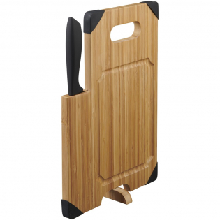 A bamboo cutting board with a built-in, stainless steel knife for all your chopping needs. The silicone pads beneath keep the cutting board securely in place while cutting.