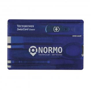 Crate couteau suisse. Ce produit Victorinox est synonyme de qualité ! Dans le SwissCard en matière synthétique, utilisable comme règle (7,5 cm et 3 pouces), vous trouvez de nombreux accessoires pratiques : tournevis, couteau, lime à ongles avec tournevis, cure-dents, pince à épiler, stylo et épingle à tête. Facile à emporter. Dim. 8,1 x 5,3 x 0,4 cm. Par pièce dans une boîte. Dim. 12 x 12 x 0,7 cm. 75 g. Inclus mode d'emploi et garantie à vie.