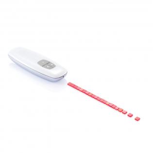 Beam est un présentateur de fréquence radio haut de gamme qui vous permet de parcourir votre présentation à l'aide du bouton de la page de haut en bas et vous donne la possibilité de pointer à l'aide du bouton laser. Comprend une housse de voyage noire XD Design et des piles. Modèle déposé®