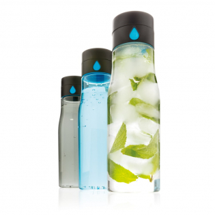 Track your daily hydration goals with this cleverly designed leakproof tritan water bottle. The lid displays a bigger water drop each time you refill and twist the collar so you can easily keep count of the number of bottles you drink. Handwash only. Content 600 ml.