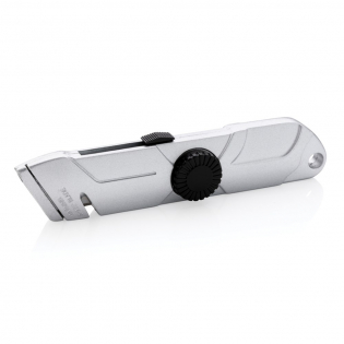 Heavy duty cutter made out of zinc alloy. WIth sliding button to make sure the knife is always retracted after usage. Including one extra 11-921 refill blade that is kept inside the body of the knife. Blades made of stainless steel.