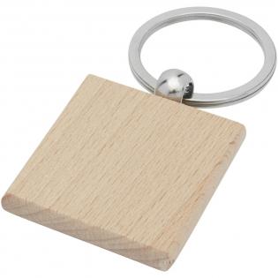 Vierkante sleutelhanger gemaakt van beukenhout, geleverd in een bruine gerecycleerd kraft  papieren envelop. De grootte van de sleutelhanger is 4 x 4 cm. Gemaakt voor lasergraveren.