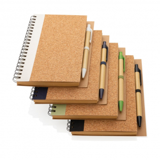 Keep track of your thoughts, notes, plans, to-do's and more with this cork spiral notebook with pen. The notebook features lined 70 gr cream coloured recycled paper with 70 sheets / 140 pages. The notebook has a colour matching kraft barrel pen. The writing length of the pen is 600m with blue German Dokumental ink.